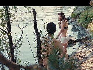 Twilight eminence Kristen Stewart flashing will not hear of half naked body