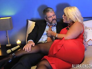 Kinky clothes-horse in pantyhose fucks bodacious woman Alura Jenson