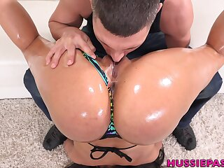 Super alterable and sporty busty sexpot Luna Star gives nice titjob