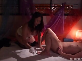Dude gets his dick pleasured by a beamy Japanese stranger